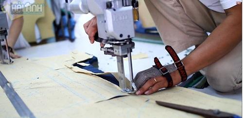 Đội ngũ thợ may áo khoác gió có tay nghề cao