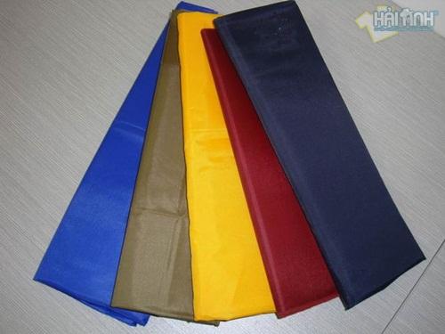 Nguyên liệu may áo khoác gió có màu sắc đa dạng, dễ lựa chọn
