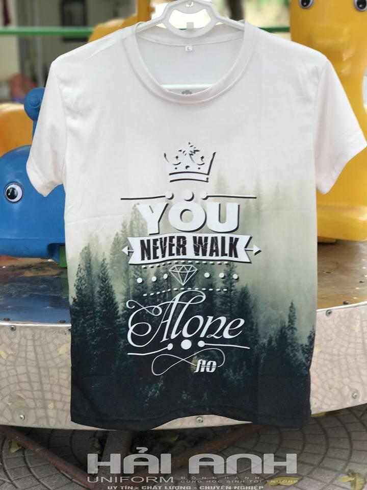 Mẫu thiết kế áo lớp màu trắng - You never walk alone của lớp F10