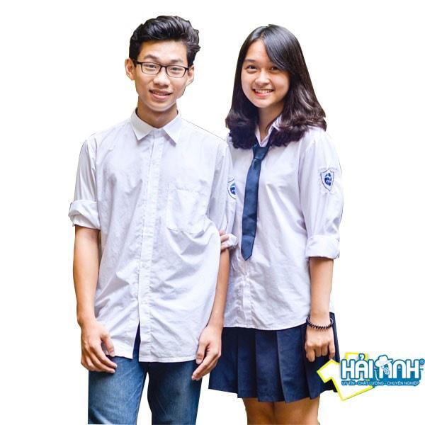 Mẫu áo lớp sơ mi  màu trắng luôn nhận được nhiều sự quan tâm của các bạn học sinh.