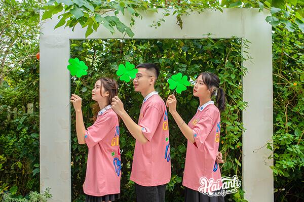 Mini Collection Áo lớp Lucky nổi bật với hình cỏ bốn lá thêu trên cổ áo