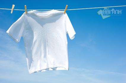 Với những chiếc áo làm bằng vải thun thì nên cân nhắc kĩ trước khi giặt nhé
