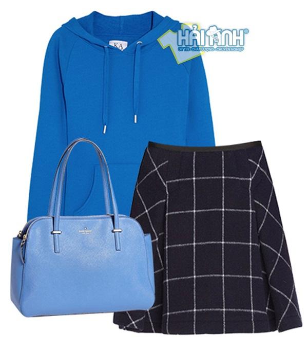 Cách mix đồ mùa đông hoàn hảo nhờ áo xanh, váy kẻ màu đen kết hợp cùng túi xách xanh nhạt chắc chắn sẽ  giúp nàngnổi bật ở bất cứ nơi nào xuất hiện