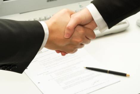 đặt làm áo đồng phục lớp online cần ký kết hợp đồng rõ ràng