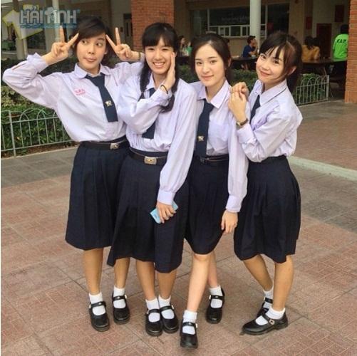 Đồng phục học sinh áo sơ mi + chân váy đang thịnh hành nhất hiện nay