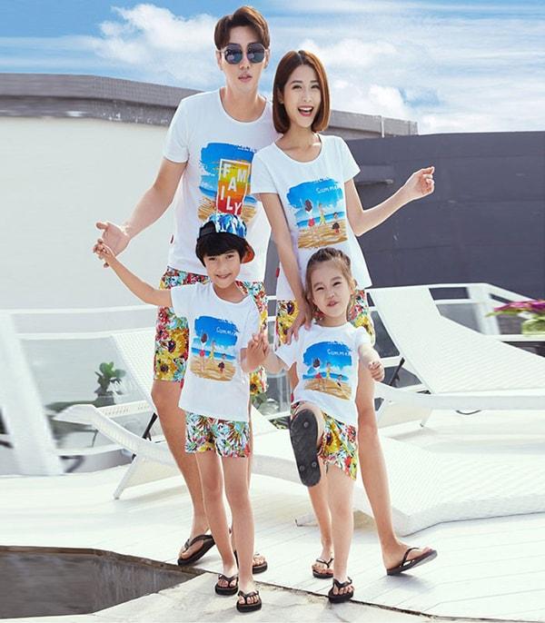 Thời trang đồng phục mùa hè cho gia đình là các mẫu áo thun cổ tròn năng động sáng tạo