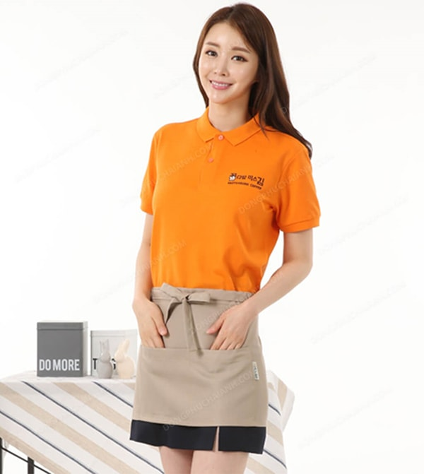 Thời trang đồng phục mùa hè cho nhà hàng chính là áo thun và tạp dề mang lại sự chuyên nghiệp cho nhân viên