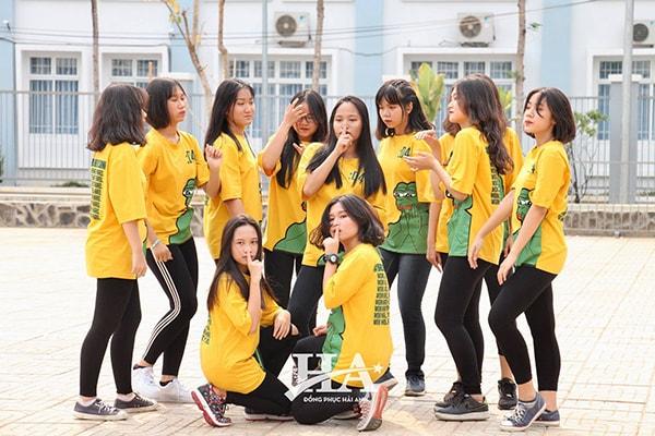 Đồng phục áo lớp gam màu vàng nổi bật